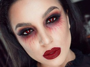 Vampy Halloween Make-up Look
