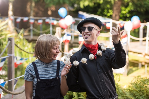 Hollyoaks, Jade and Alfie's French picnic, Wed 5 Oct
