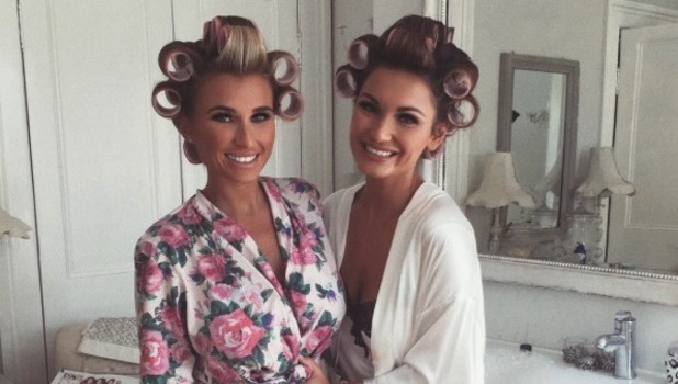 Sam Faiers poses for bump picture with pregnant sister Billie - 3 Oct 2016