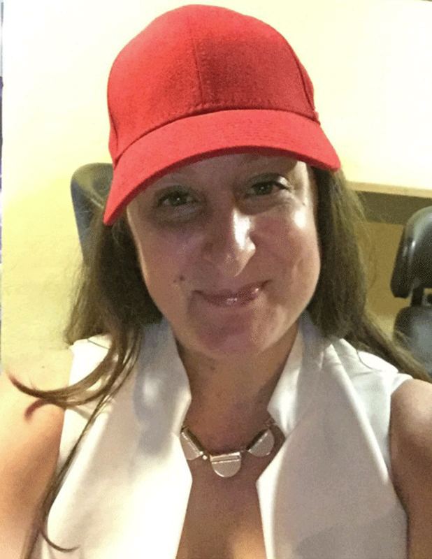 Honey G pictured without sunglasses on Twitter August 2016