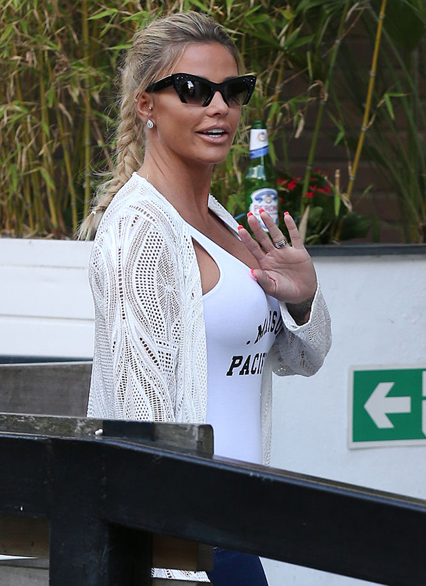 Katie Price seen leaving the ITV Studios moments after Peter Andre on September 23, 2016 in London, England. (Photo by Neil Mockford/GC Images)