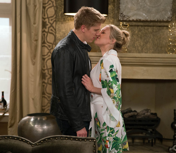 Emmerdale, Rebecca kisses Robert, Fri 14 Oct
