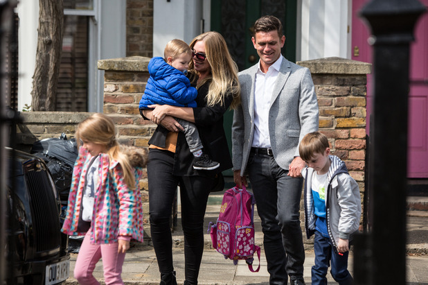 EastEnders, Ronnie and Jack take the kids away, Fri 21 Oct