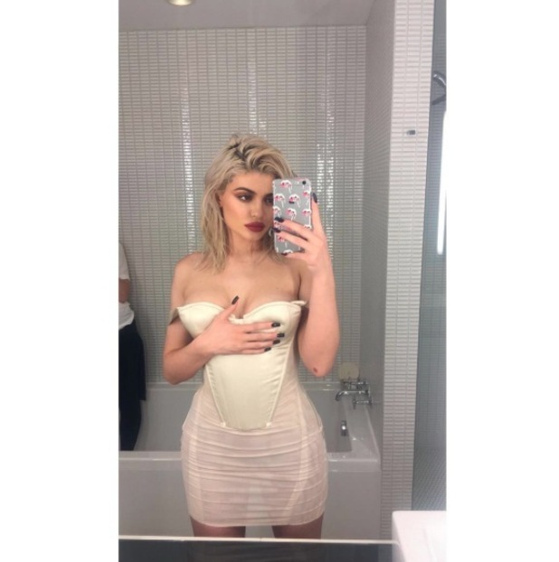 Kylie Jenner posts risqué Snapchat to her 24 hour story, 20 October 2016