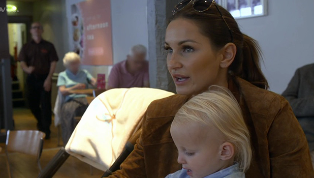 Billie Faiers helps sister Sam house hunt in Surrey in The Mummy Diaries 26 October 2016