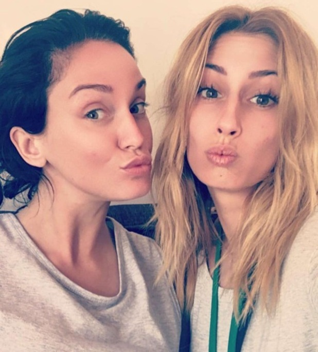 Stacey Solomon and Vicky Pattison share a no make-up selfie in Australia - 9 November 2016